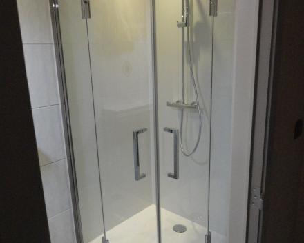 Watervaste panelen in douche, geen breekwerk