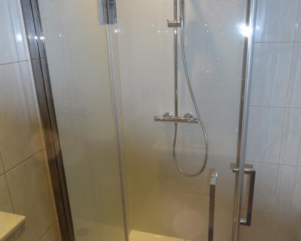 Onderhoudsvriendelijke douchedeur